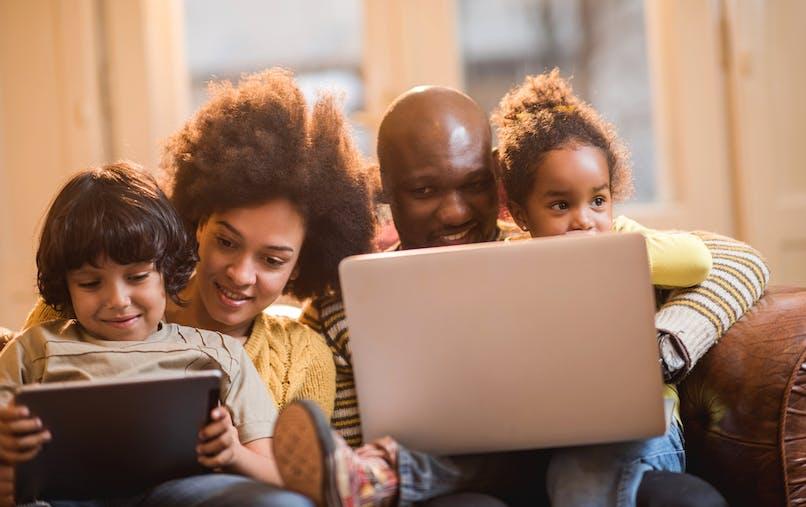 Une famille débourse 1 500 € en moyenne par an en télécom.