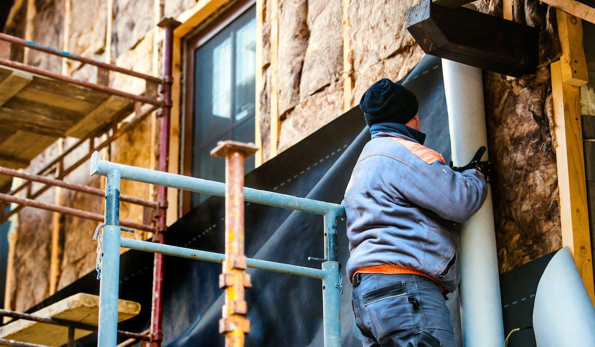 L'isolation par l'extérieur de bâtiments lors de «travaux de ravalement importants» n'est pas systématiquement obligatoire, en application d'un décret publié mercredi 10 mai.