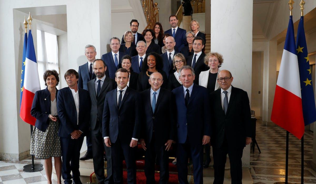 Muriel Pénicaud (au deuxième rang, première à partir de la droite), à l'issue du premier Conseil des ministres de la présidence Macron.