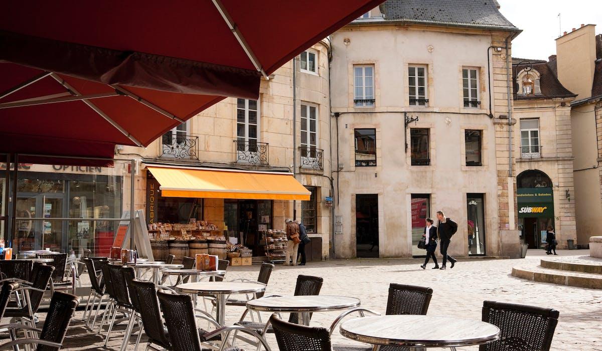 En 2015, le taux moyen de la taxe foncière atteignait 35,80 % en Côte-d'Or, département dont Dijon est la préfecture.