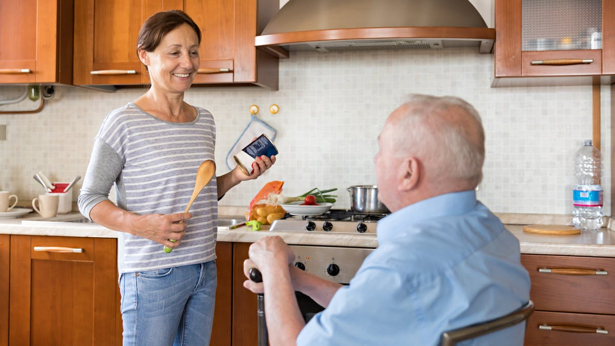 Choisissez l'aide à domicile pour faciliter la vie d'un parent âgé.