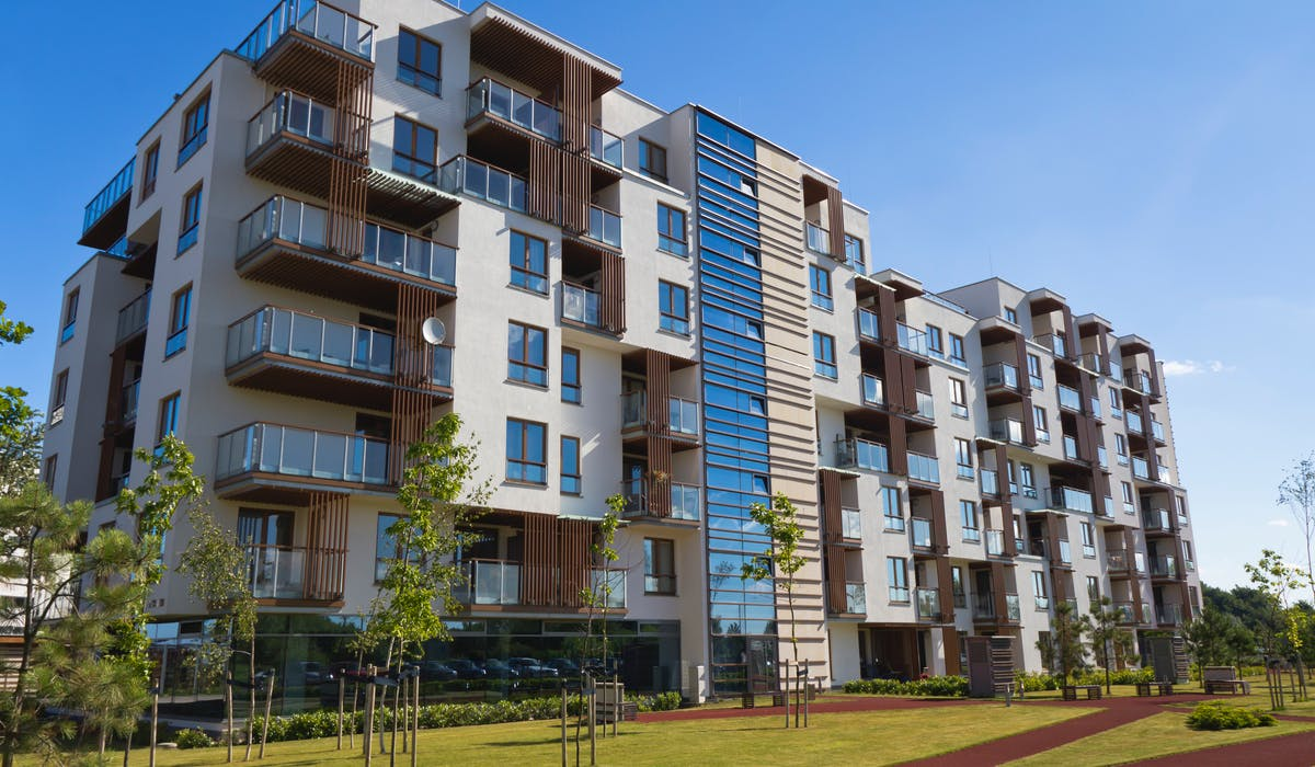 Près de 80 % des ménages disposent de ressources inférieures aux plafonds d'éligibilité au logement social.