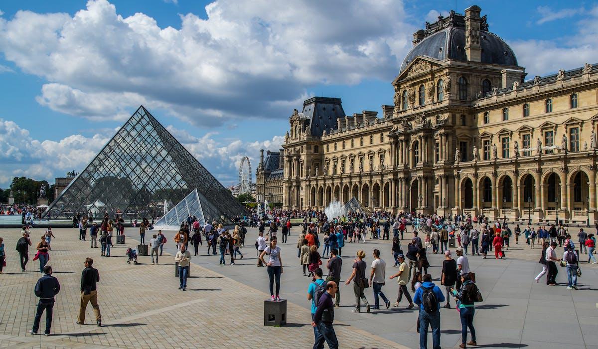 Musées, transports publics et magasins de luxe ont signé une convention avec la préfecture de Paris pour renforcer leur sécurité.