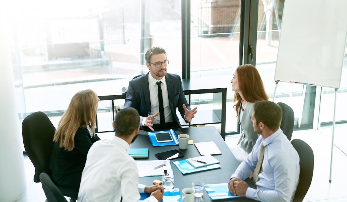 Une entreprise ayant des difficultés économiques conjoncturelles peut recourir au dispositif de l'activité partielle qui permet de maintenir les salariés dans l'emploi en les indemnisant pour chaque heure chômée.