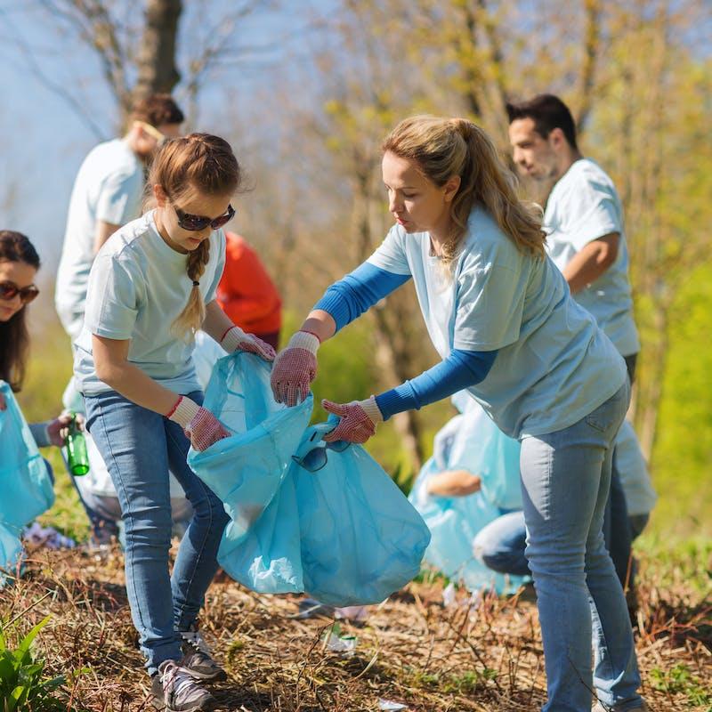 Service civique : un impact positif pour les jeunes qui se sont engagés