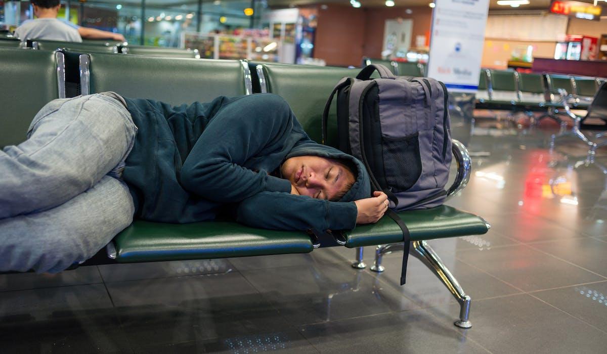 Si votre vol connaît un retard de 3 heures ou plus, la réglementation européenne oblige la compagnie aérienne, sous réserve que vous en fassiez la demande, à vous indemniser de 250 à 600 euros en fonction de la longueur du vol et de la durée du retard.