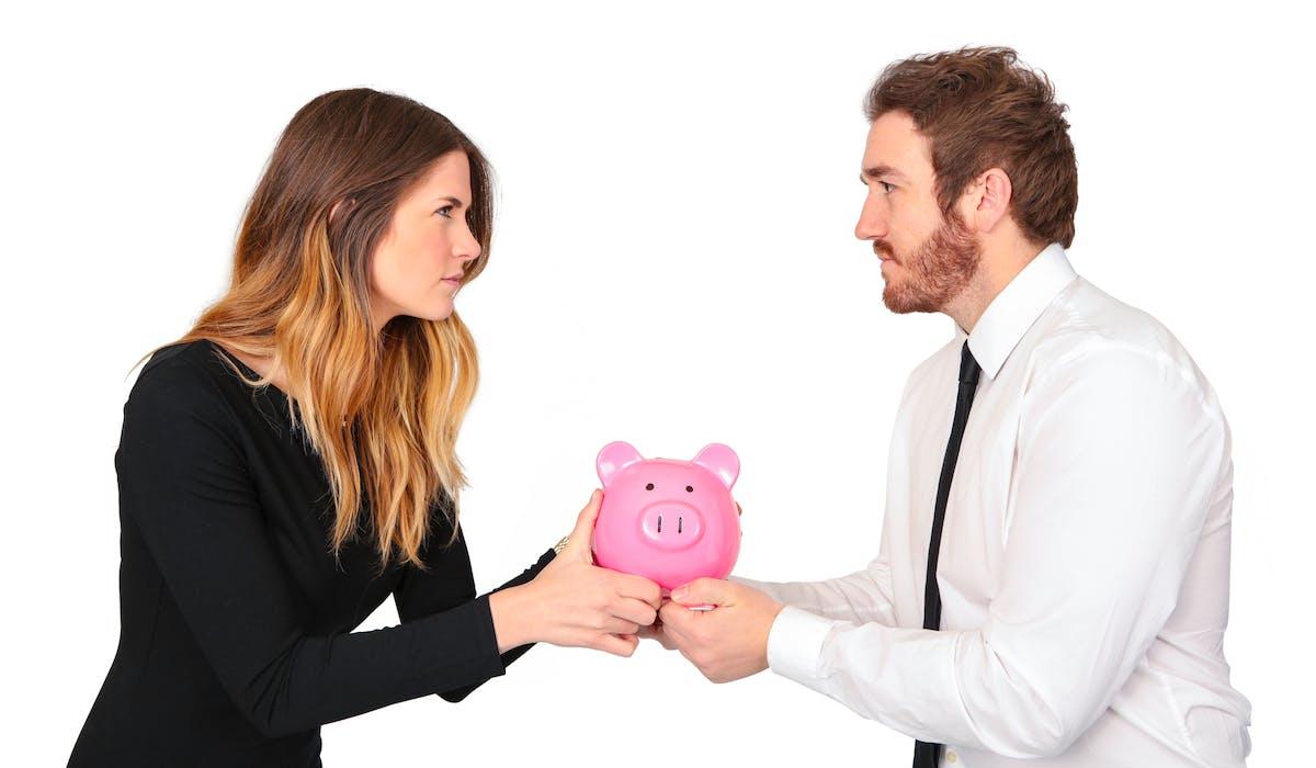 En tant qu'entrepreneur, divorcer de votre conjoint(e) peut être lourd de conséquences pour votre activité professionnelle selon le contrat de mariage qui s'applique à votre situation, c'est pourquoi il vaut mieux les anticiper pour limiter les risques.