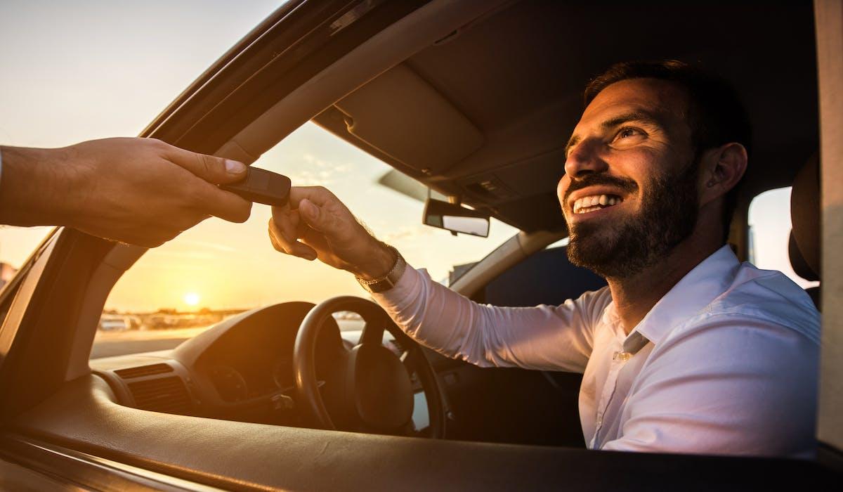 Louer une voiture dans un pays hors Union Européenne nécessite de prendre certaines précautions : munissez-vous d'un permis international, vérifiez l'âge et le nombre d'années de permis requis, et lisez bien le contrat de location et l'assurance proposés.