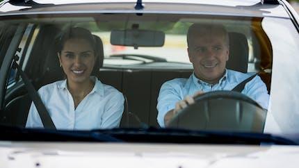 Candidat libre au permis de conduire, l'accompagnateur n'est plus obligé de se former au maniement des doubles commandes