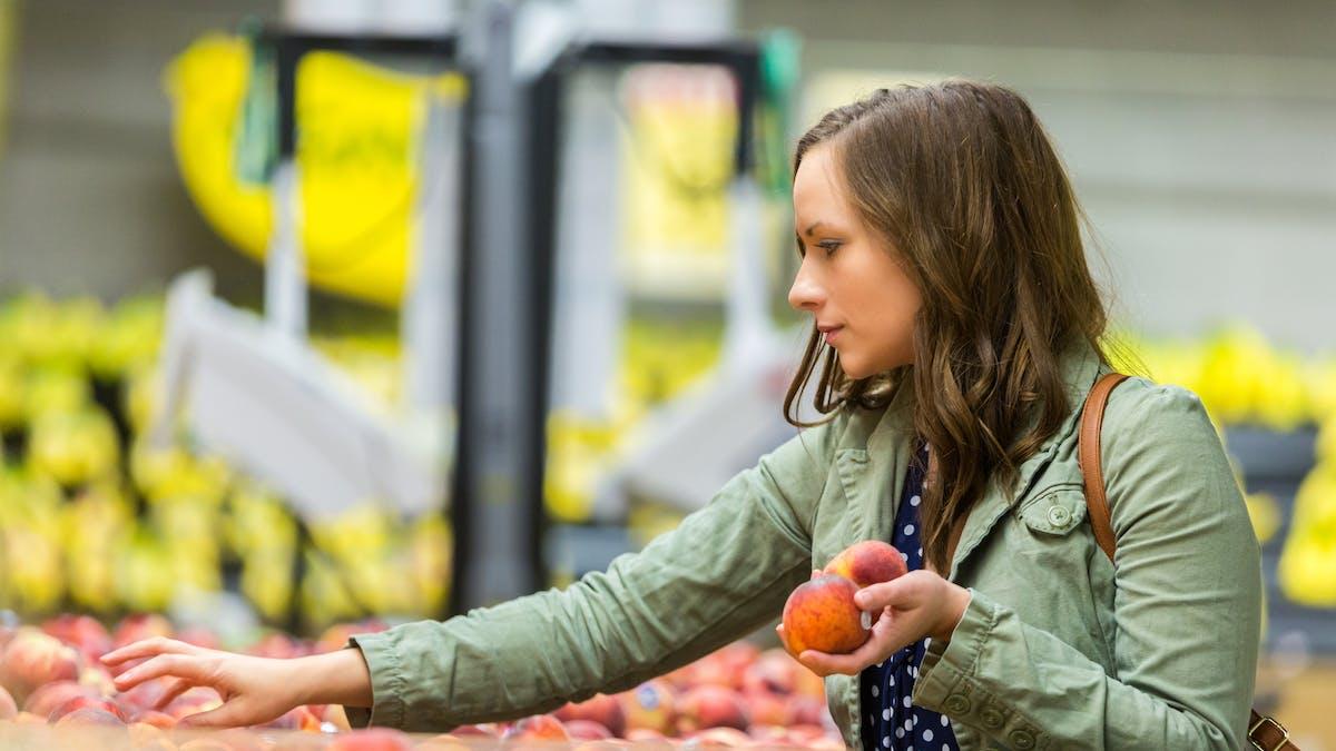 Cette année, les prix des fruits et légumes ont fléchi mais le bio reste toujours aussi cher.
