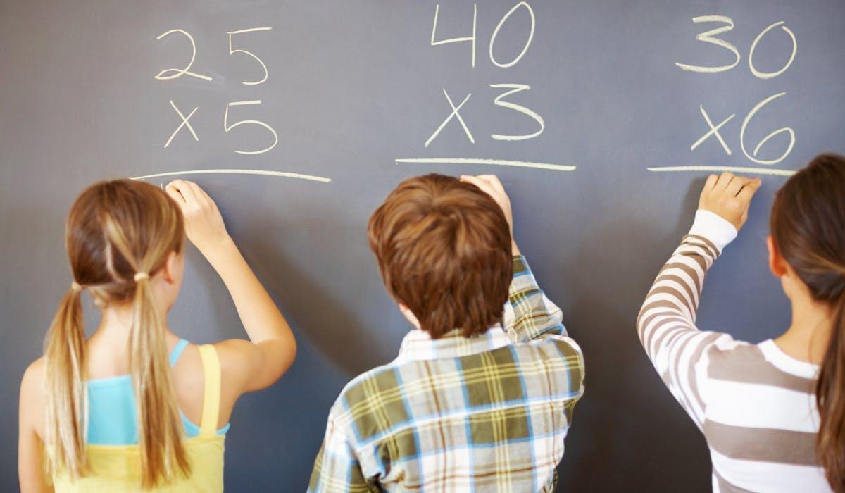 Des stages sont proposés aux élèves de CM1 et CM2 ayant des difficultés en français et mathématiques.