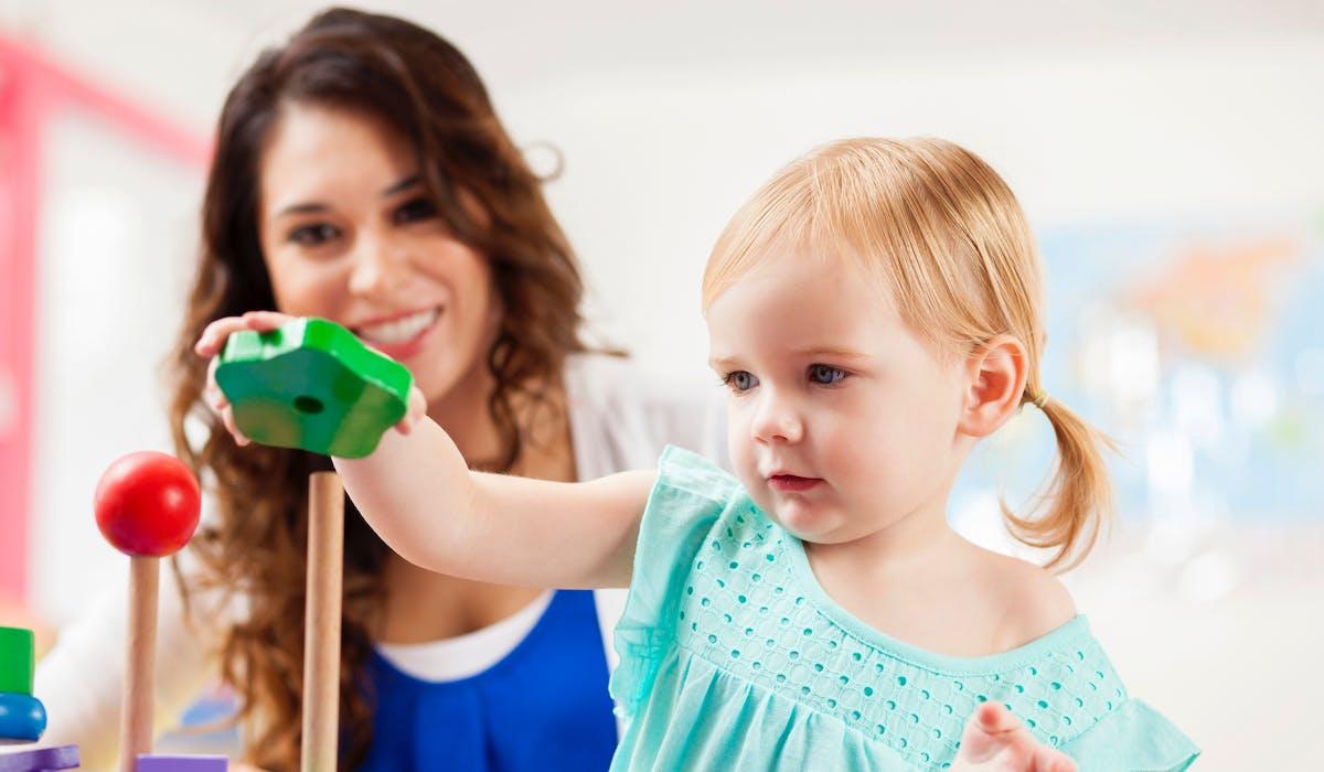 Deux aides de la caisse d'allocations familiales sont destinées à la garde des petits.
