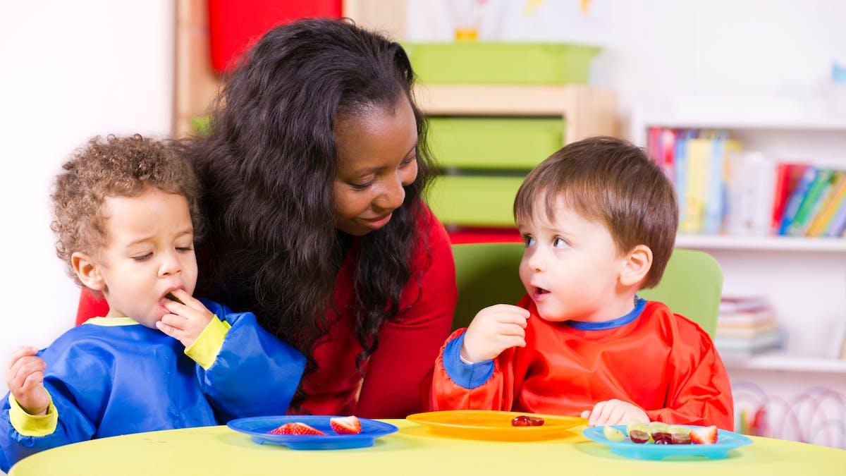 En juin 2014, le salaire moyen d'une assistante maternelle s'élevait à 1 108 euros net par mois.