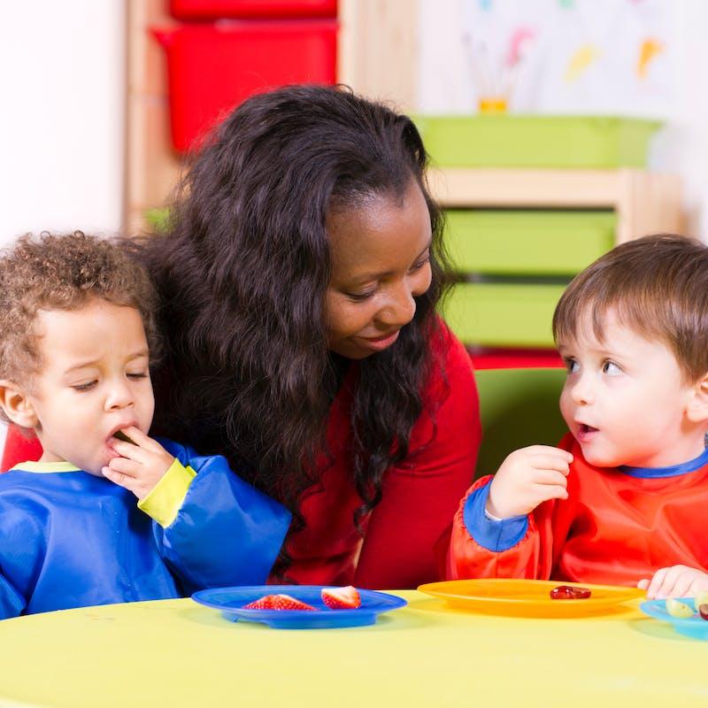 Assistantes maternelles : un métier peu rémunéré pour de nombreuses heures de travail