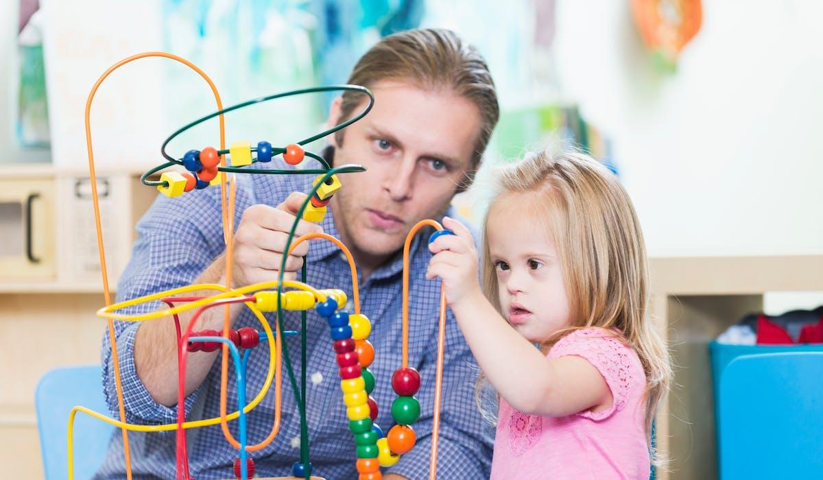 Vous devez déposer la plupart des prestations liées au handicap de votre enfant auprès de la maison départementale des personnes handicapées (MDPH).