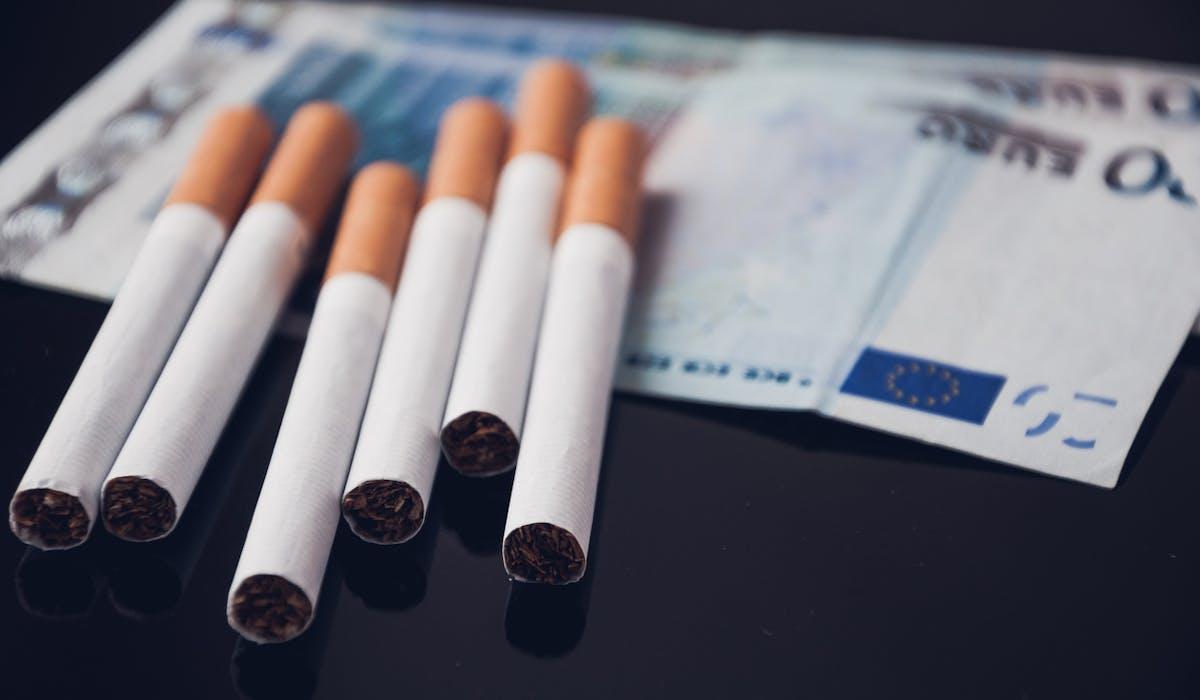 Les cigarettes les moins chères devraient coûter 7,5 euros le paquet en 2018.