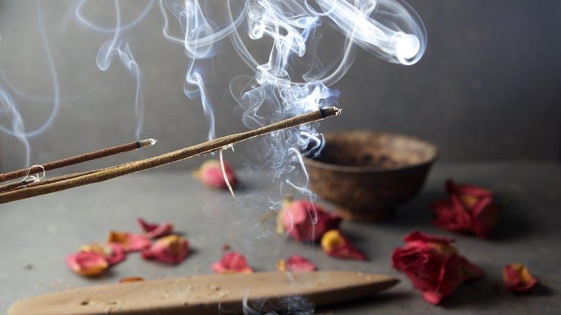 Bougies parfumées et encens polluent l'air de votre maison