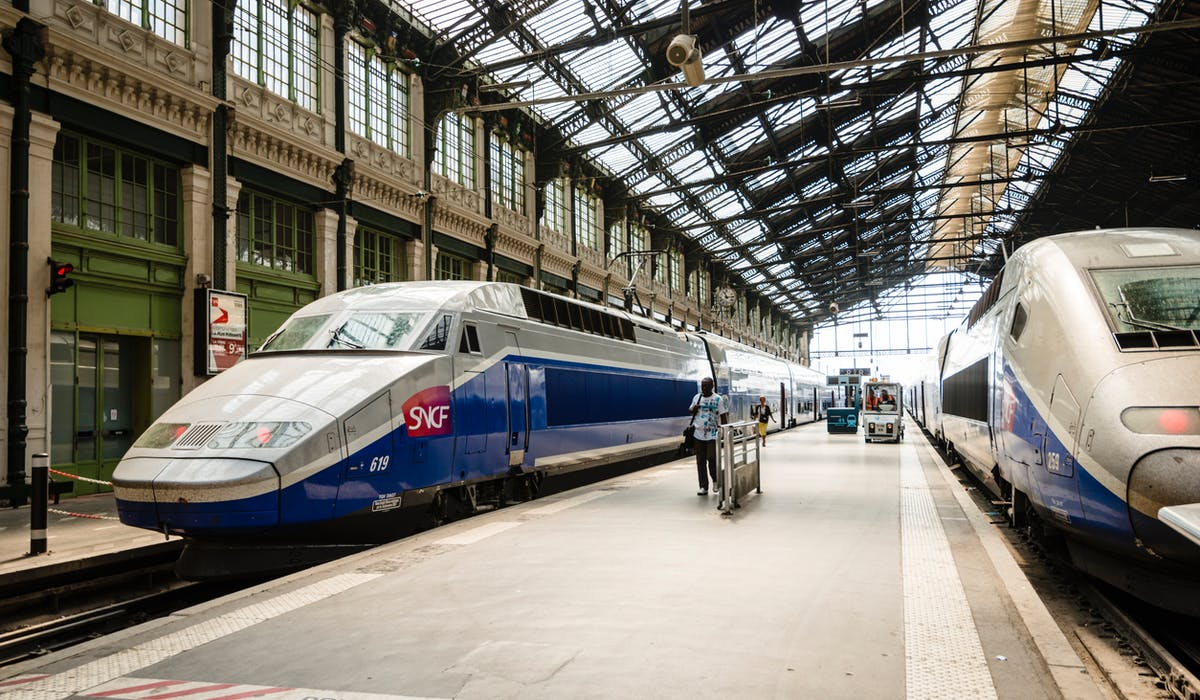 Des TGV en stationnement à Paris gare de Lyon.