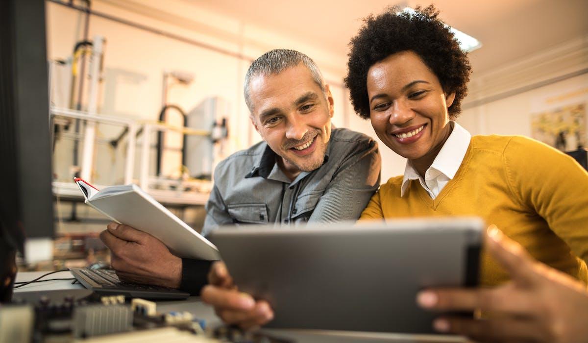 Le guide propose de nombreuses pistes d'action pour réduire les écarts entre les hommes et les femmes au travail.