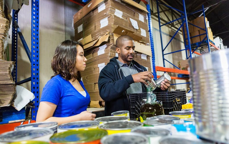 En France, 13 millions de bénévoles et 1,8 million de salariés s'investissent dans les 1,3 million d'associations.