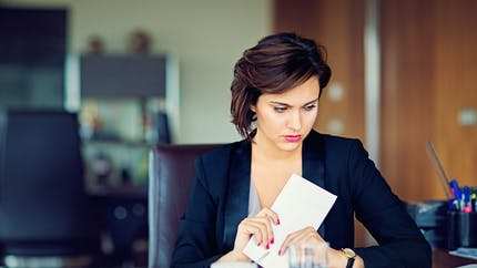 Le salarié pourra demander des précisions sur le motif de son licenciement à son employeur