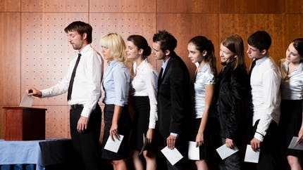 Accords d'entreprise : qui les négocie en l'absence de délégués syndicaux ?
