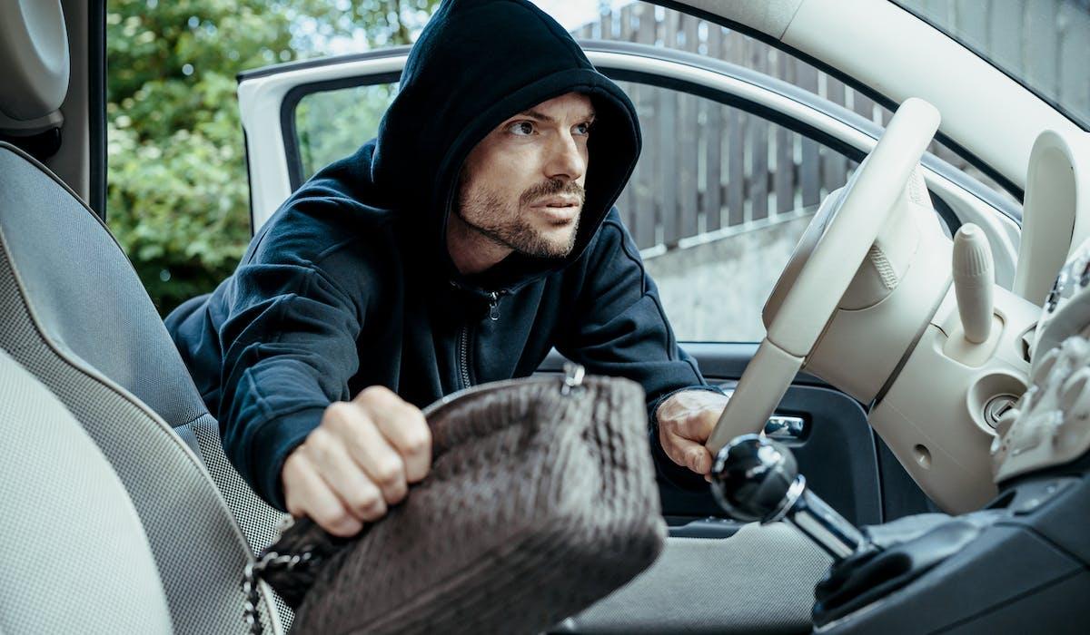 GPS, téléphones portables, sacs à main, portefeuilles et clefs sont les principaux objets volés.