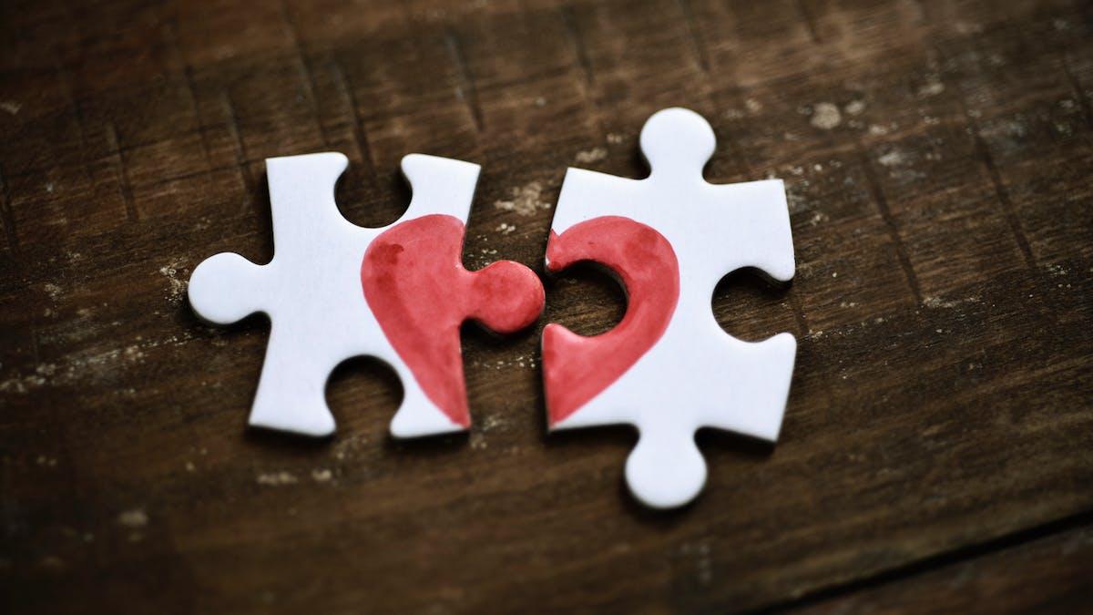 Dans un divorce par consentement mutuel, les conjoints sont d'accord concernant le principe de «la rupture du mariage» et ses conséquences, selon l'article 229-1 du Code civil.