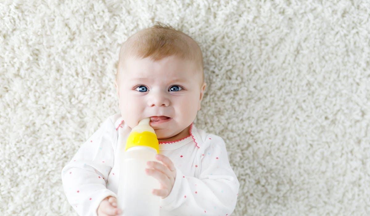 L'ingestion de lait infantile contaminé peut provoquer les symptômes de la gastro-entérite.