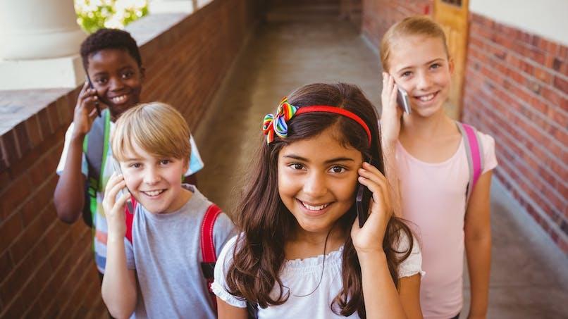 Téléphone portable à l'école et au collège : peut-on l'interdire ?