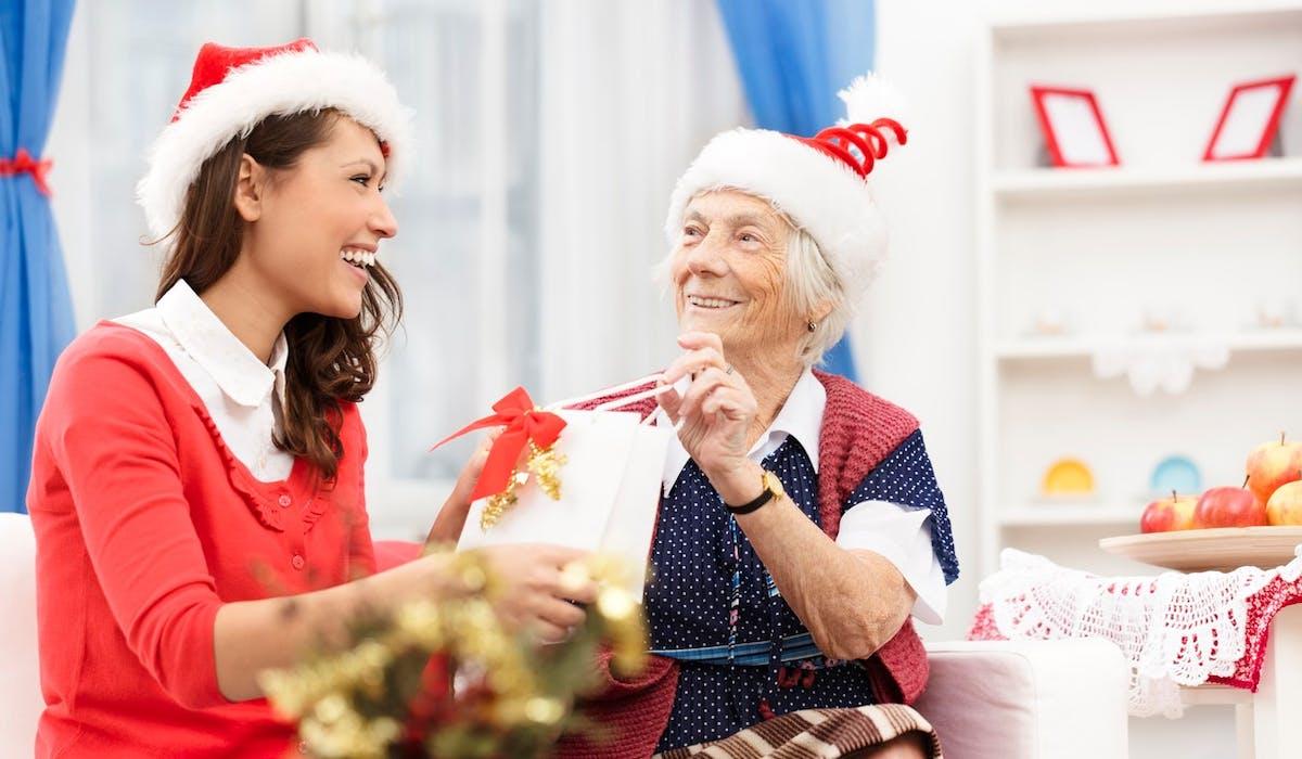 Les petits frères des Pauvres cherchent des bénévoles pour tenir compagnie à des personnes âgées les 24 et 25 décembre.
