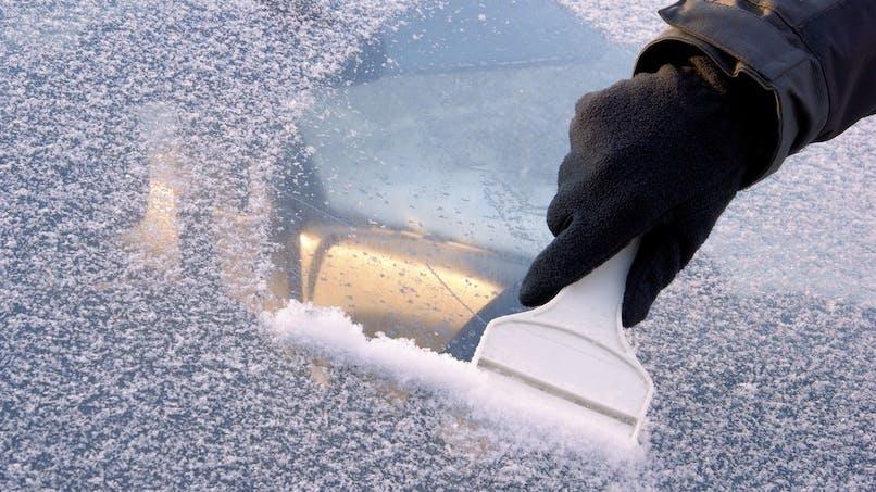 Voiture : les astuces contre le gel, la buée et autres inconvénients de l'hiver