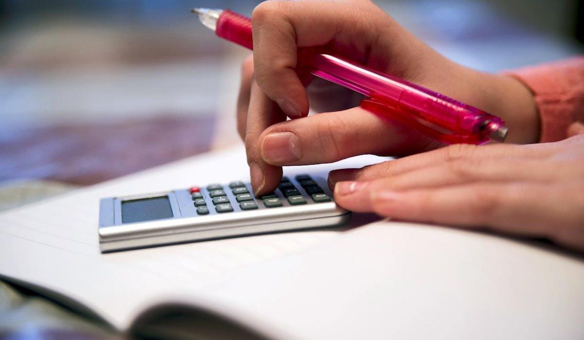 Vous pouvez valider un trimestre d'assurance vieillesse si vous percevez une rémunération correspondant à au moins 150 heures de Smic au titre d'une année civile.