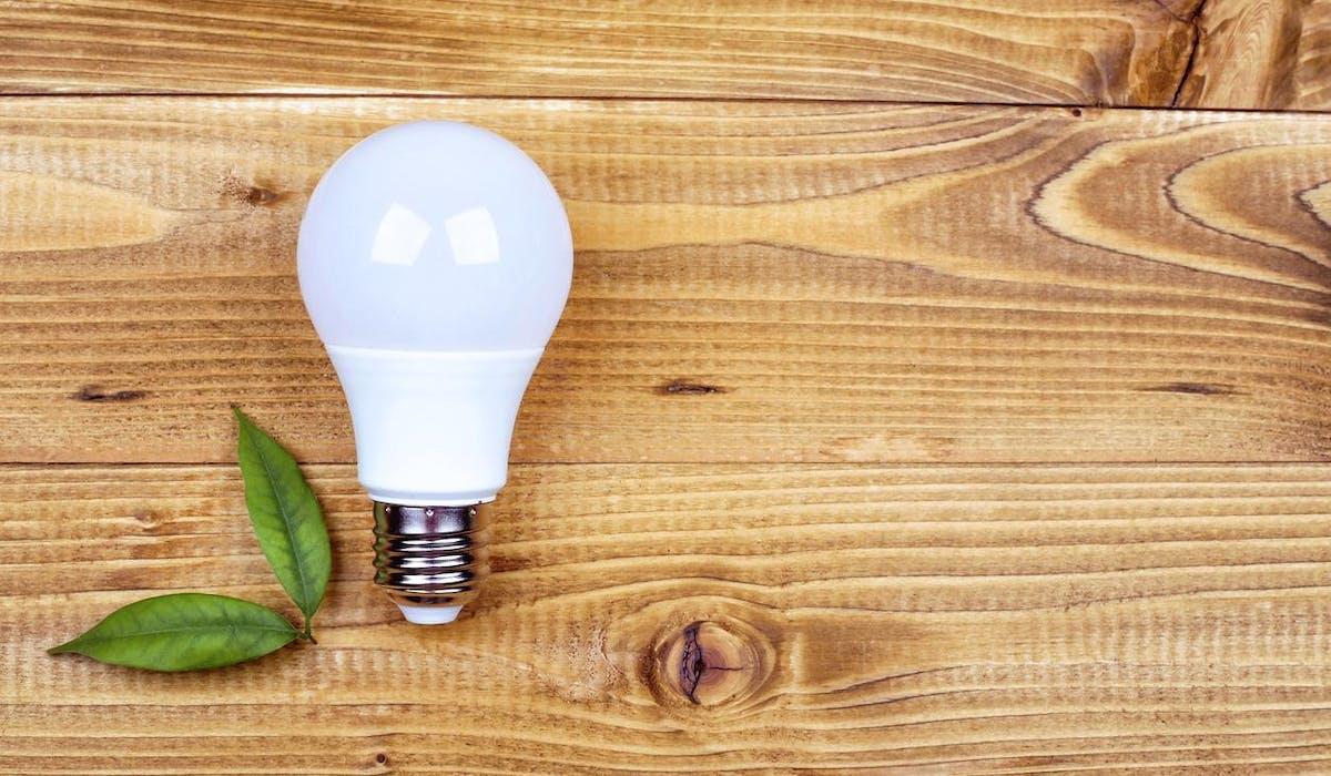 Troquer ses ampoules halogènes ou à filament contre des LED est un bon investissement.