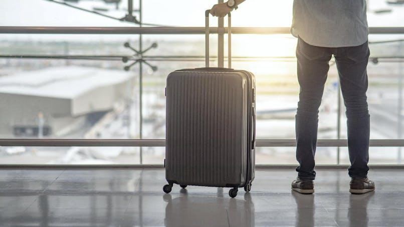 Une carte nationale d'identité de plus de dix ans permet-elle de voyager à l'étranger?