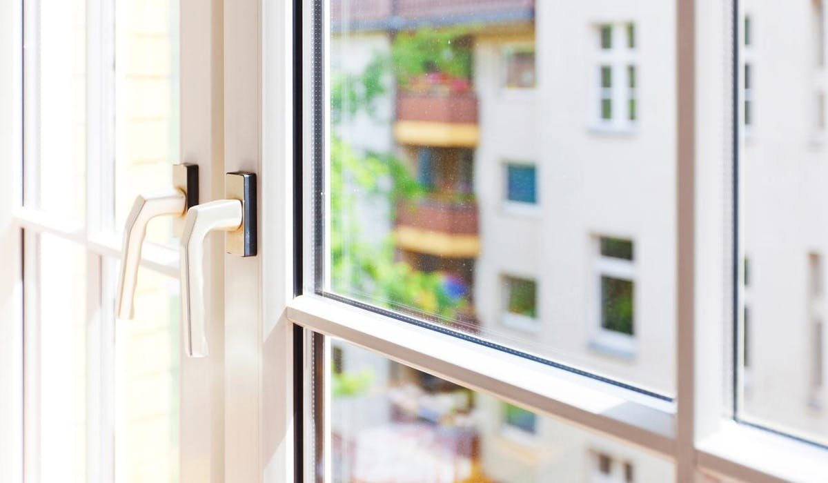 Changer les fenêtres améliore le confort dans le logement en diminuant la sensation de froid.