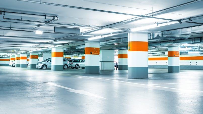 Parking ou chambre de bonne : quel est le meilleur placement à Paris ?