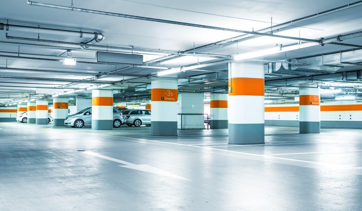 Avec un prix d'achat moindre, peu de charges et de frais d'entretien, la place de parking est un placement locatif plus rentable.
