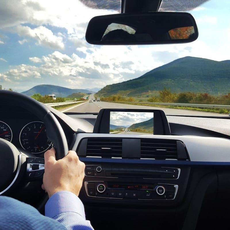 Régulateur de vitesse, assistance à la trajectoire : la conduite semi-assistée allonge le temps de réaction