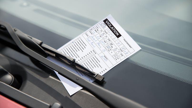 Un stationnement gênant ou interdit ne constitue qu'une seule infraction.