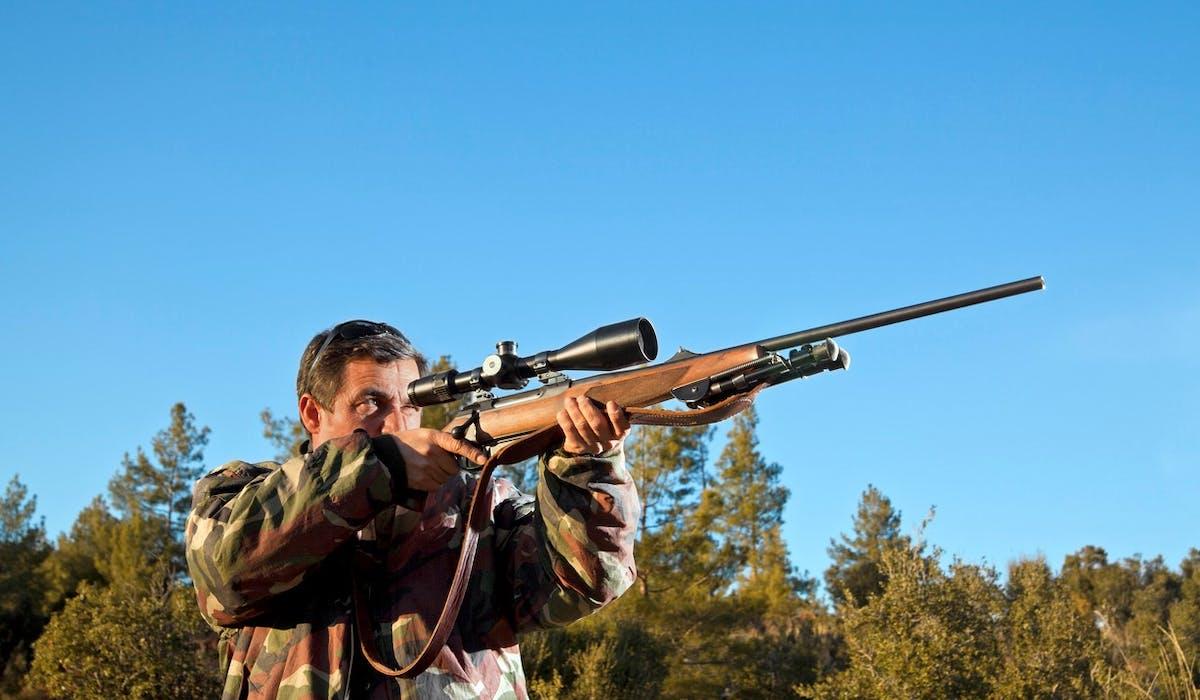 Les chasseurs peuvent désormais équiper leur carabine d'un réducteur de son.