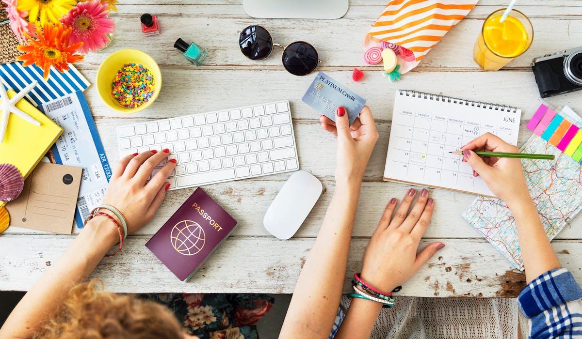 L'agence de voyage en ligne Expedia donne cinq conseils pour réserver ses billets d'avion au meilleur prix.