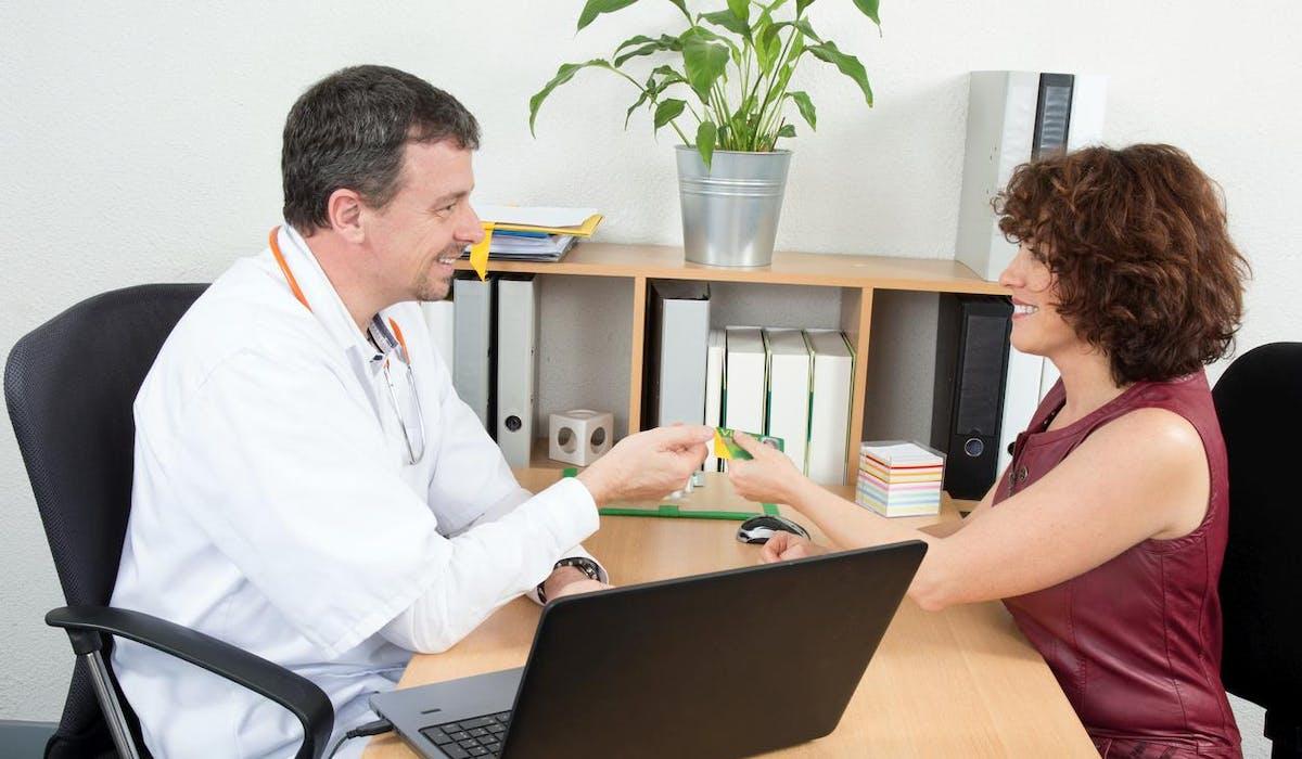 Depuis le 1er janvier 2016,tous les salariés doivent en principe être couverts par une complémentaire santé collective au sein de leur entreprise.