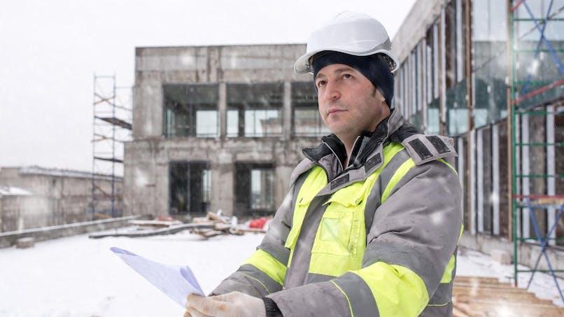 Travail par grand froid: que prévoit la loi?