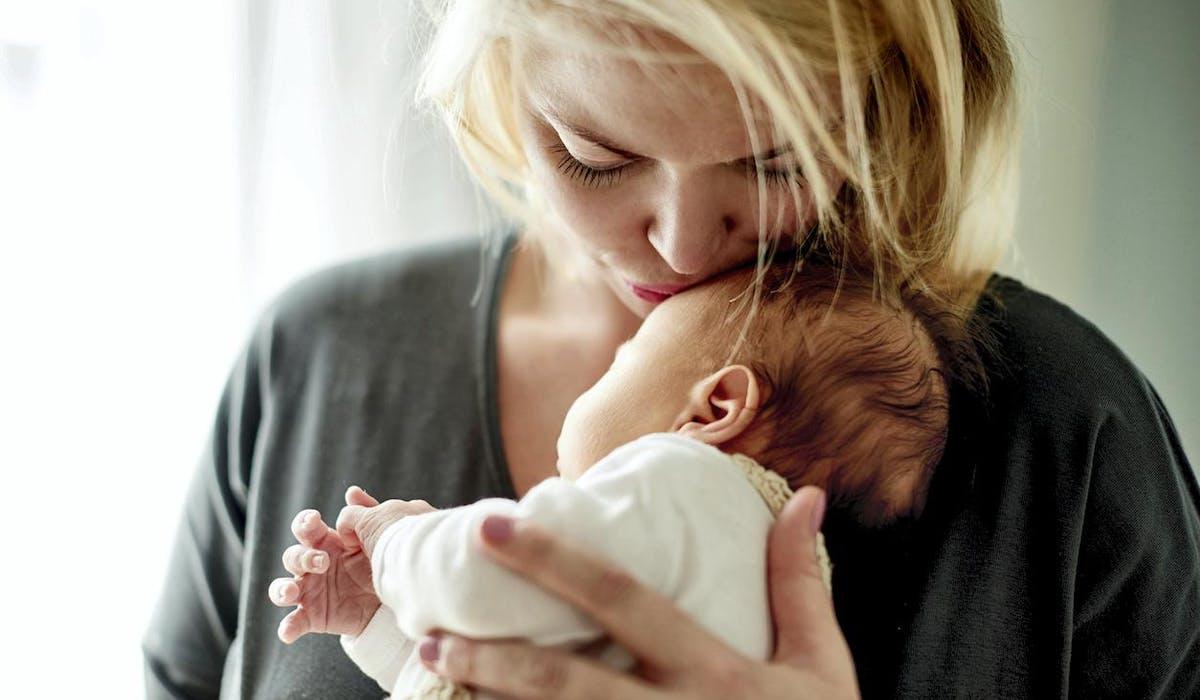 Dans certaines hypothèses, à l'issue d'un congé maternité, votre employeur est tenu de vous accorder une hausse de salaire.