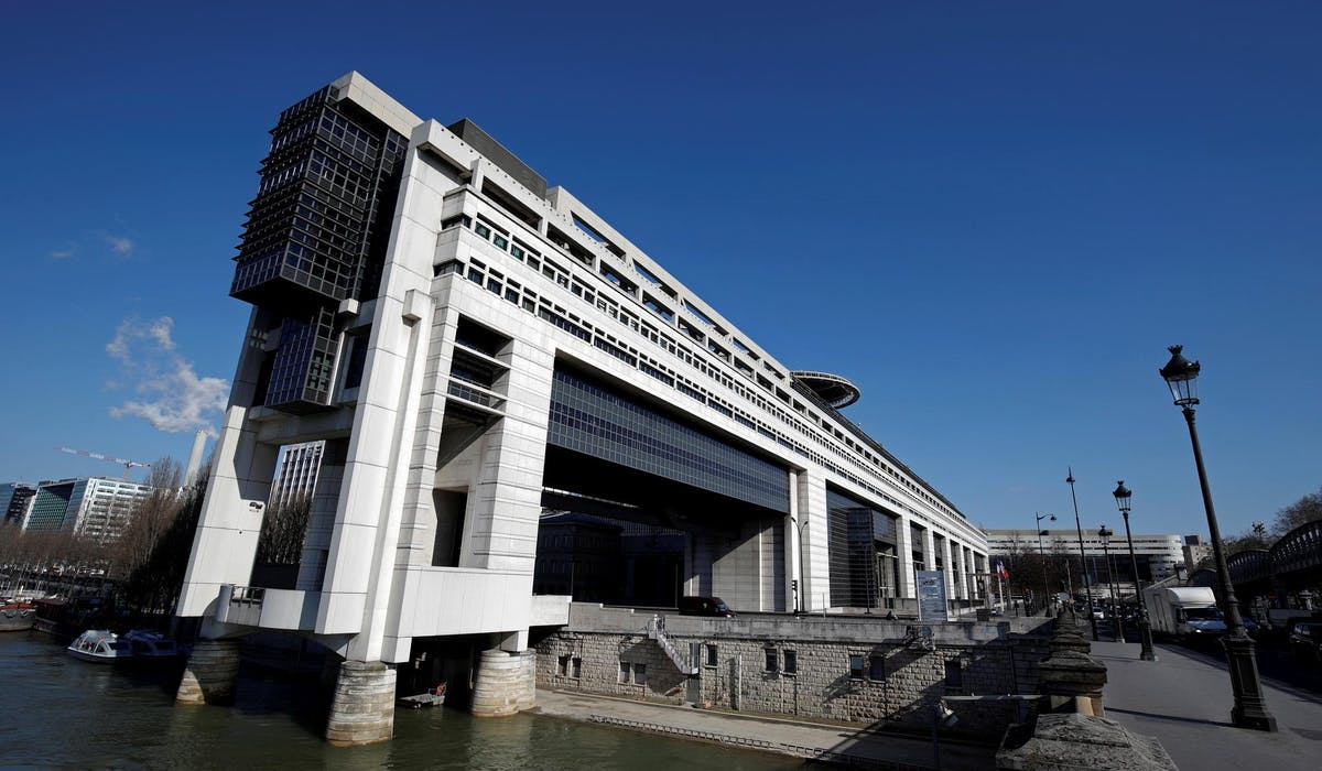 Vincent Jauvert, journaliste, a donné l'exemple de fonctionnaires de Bercy gagnant « plus de 200 000 € par an dans leur administration » avant d'être recrutés dans le privé.