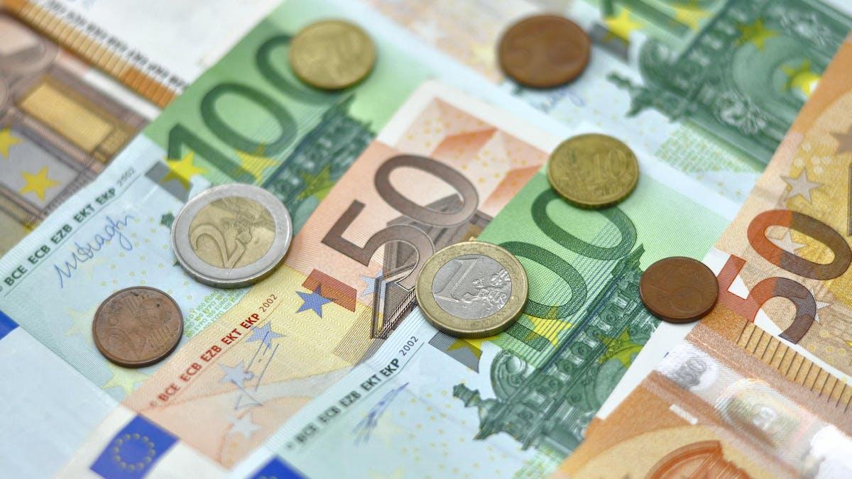 Avec la transformation de l'impôt de solidarité sur la fortune (ISF) en impôt sur la fortune immobilière (IFI), les espèces, placements financiers, meubles et titres de société sortent de l'enveloppe taxable.