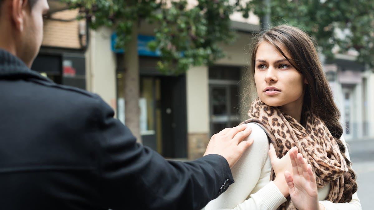 Le projet de loi crée le délit d'outrage sexiste pour sanctionner le harcèlement de rue.