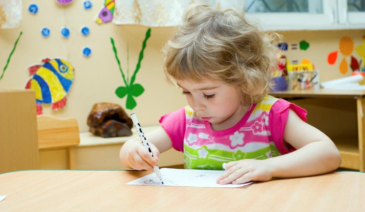 La mesure ne va provoquer un bouleversement important: 97,6 % des enfants âgés de 3 ans sont déjà scolarisés.