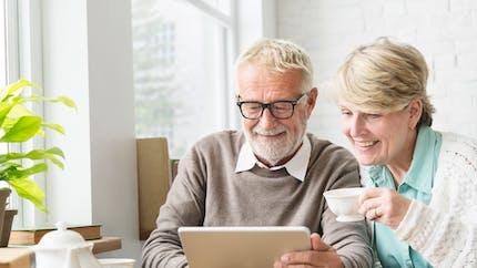 Tablettes simplifiées pour seniors : quel modèle choisir ?